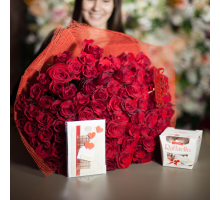 101 красная роза + Raffaello в подарок