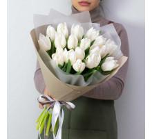 19 white tulips
