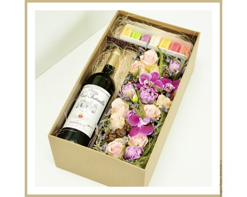 Box with flowers and wine №1
